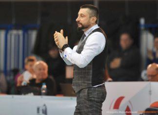 Trener MKS-u Będzin Jakub Bednaruk – fot. Wojtek Borkowski/FOTOBORKOWSCY