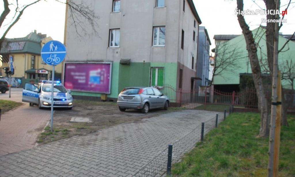 Pijany kierowca wjechał na chodnik - fot. KMP w Sosnowcu
