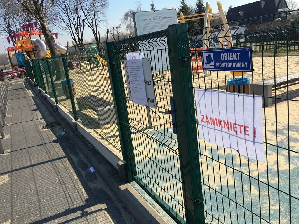 Zamknięte place zabaw w Dąbrowie Górniczej - fot. UM Dąbrowa Górniczej