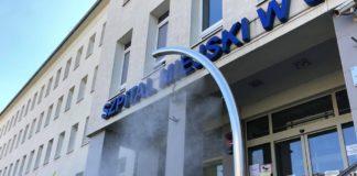 W Sosnowcu pojawiły się specjalne kurtyny do dezynfekcji – fot. UM Sosnowiec