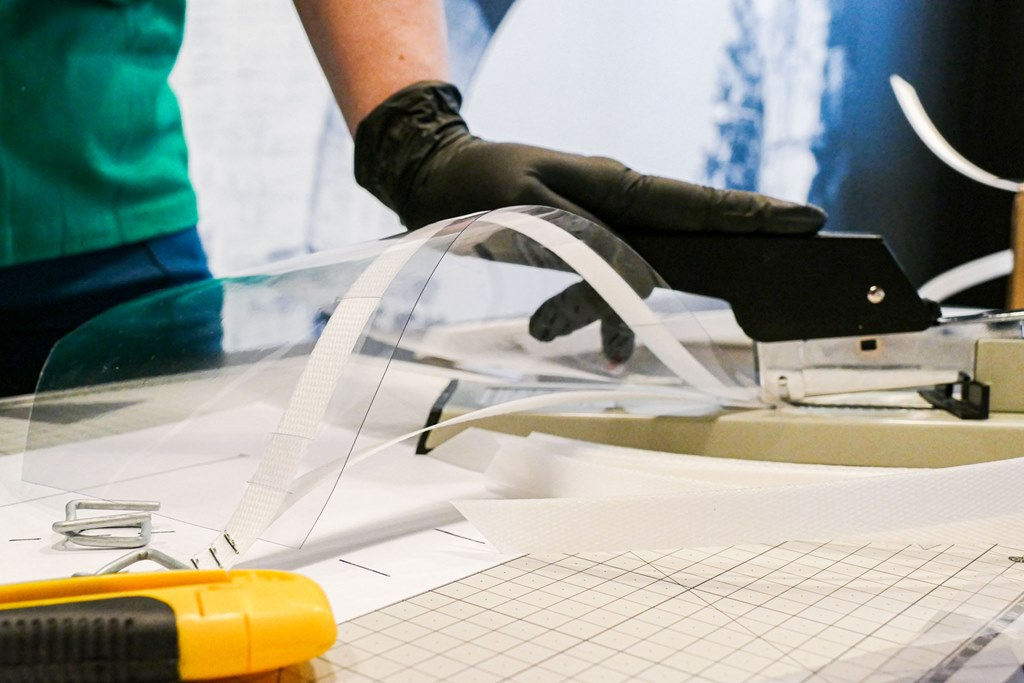 Koleje Śląskie produkują przyłbice dla szpitali – fot. Koleje Śląskie