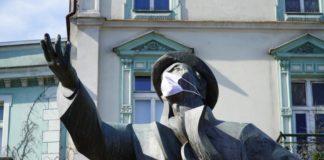 Jan Kiepura w maseczce ochronnej – fot. UM Sosnowiec