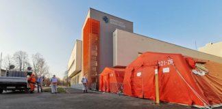 Namioty przed sosnowieckim szpitalem – fot. Sosnowiecki Szpital Miejski