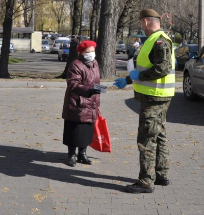 Maseczka dla seniora - fot. MOPS Sosnowiec