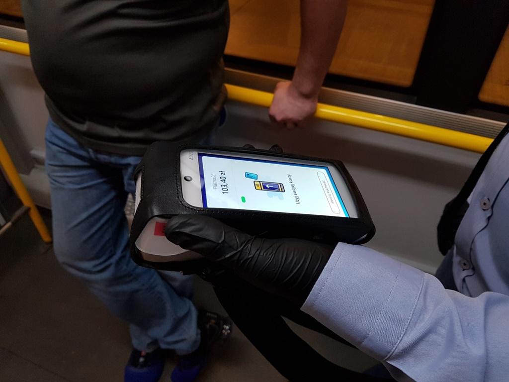 Kontrole biletów w ZTM – fot. Zarząd Transportu Metropolitalnego