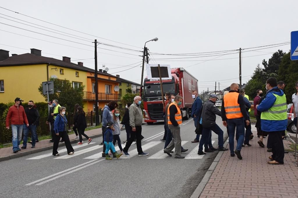 Protest mieszkańców Sławkowa w sprawie drogi do Euroterminala - fot. Krzysztof Kozieł