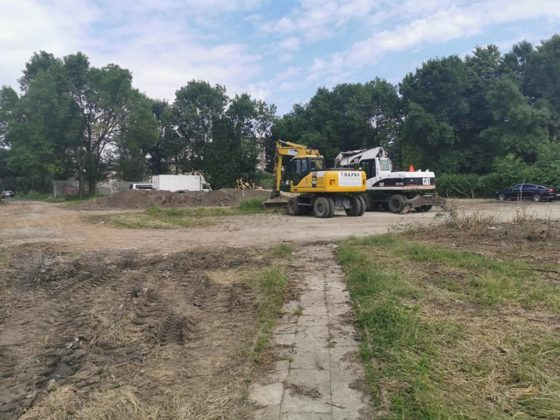 Trwa remont nieczynnego basenu w parku Grabek – fot. UM Czeladź