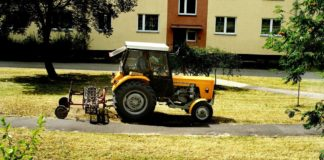Koszenie trawy w Dąbrowie Górniczej – fot. UM Dąbrowa Górnicza