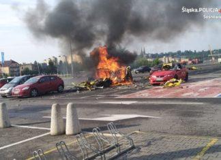 Wybuch na parkingu centrum budowlanego - fot. KMP w Sosnowcu/ D. Zmarzły