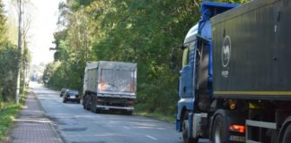 Ciężarówki przejeżdżające przez Sławków – fot. UM Sławków