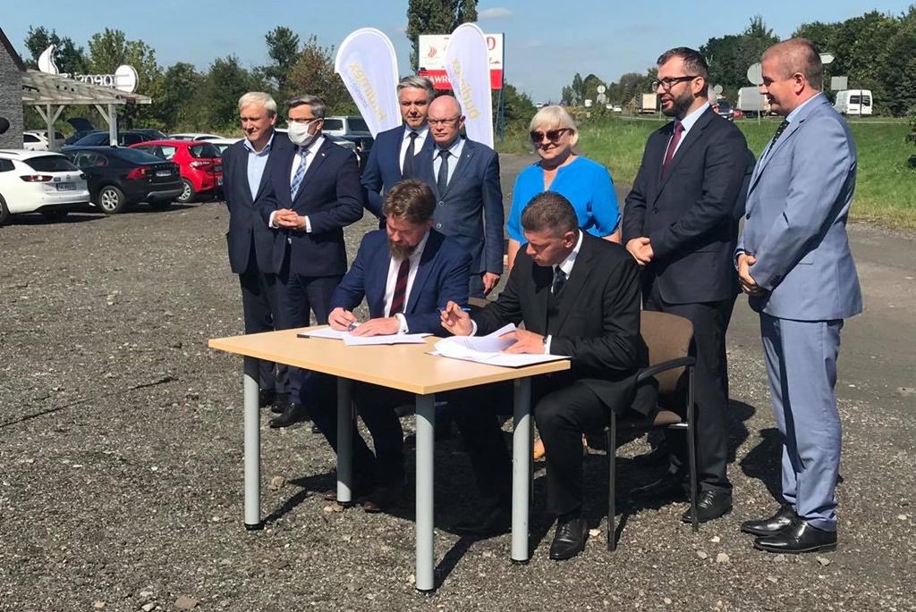 Podpisanie umowy na przebudowę DK1 między Dąbrową Górniczą i Podwarpiem - fot. UM Dąbrowa Górnicza